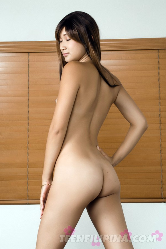 stunningly-gorgeous-vietnamese-chick-stark-naked