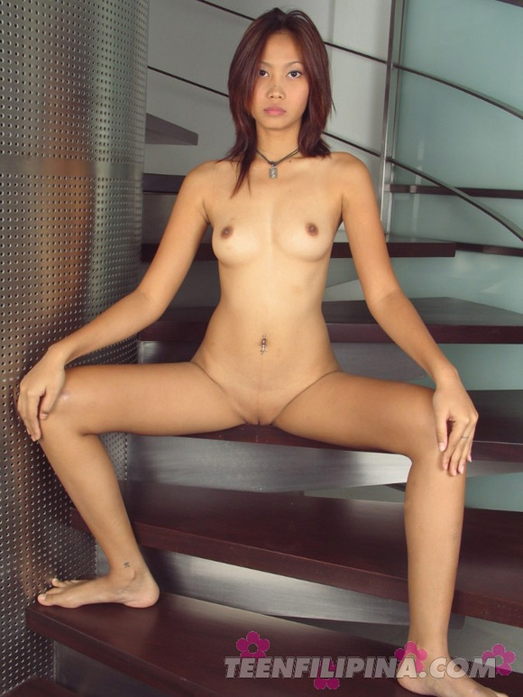 young-bangkok-model-paula-displays-shaved-pussy