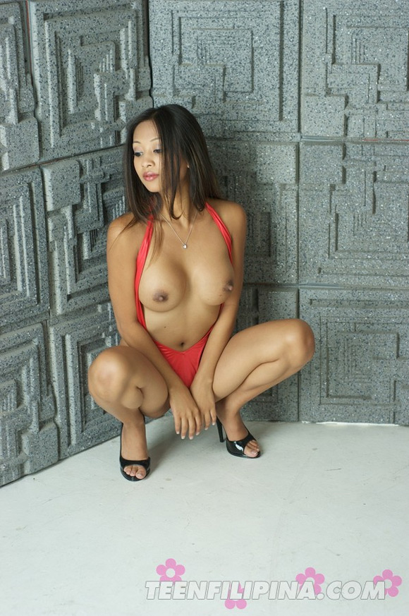 sultry-filipina-american-porn-starlet-kina-kai